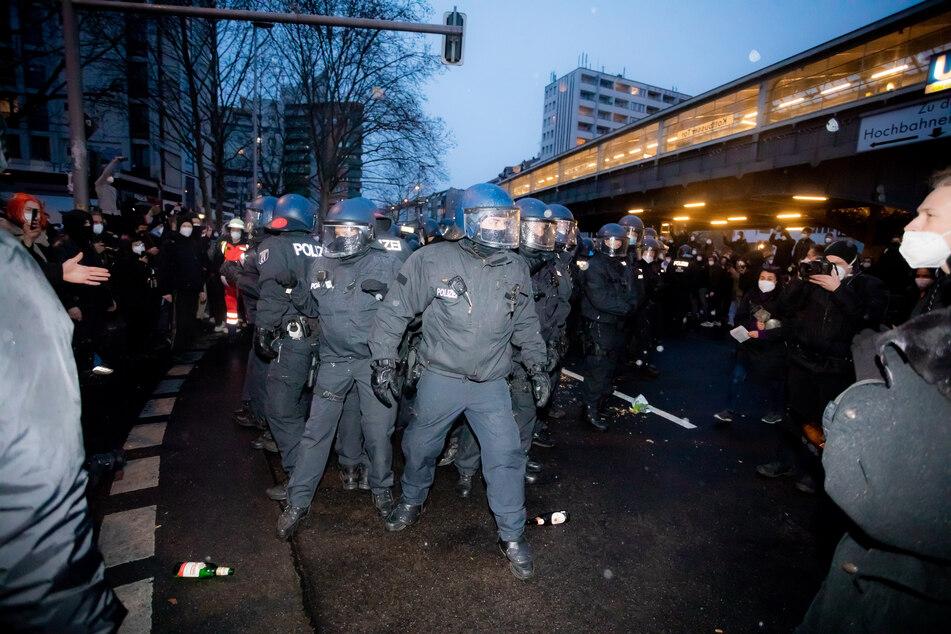 Während der Mieterdemo am Donnerstagabend ist es zu Angriffen auf Polizisten gekommen.