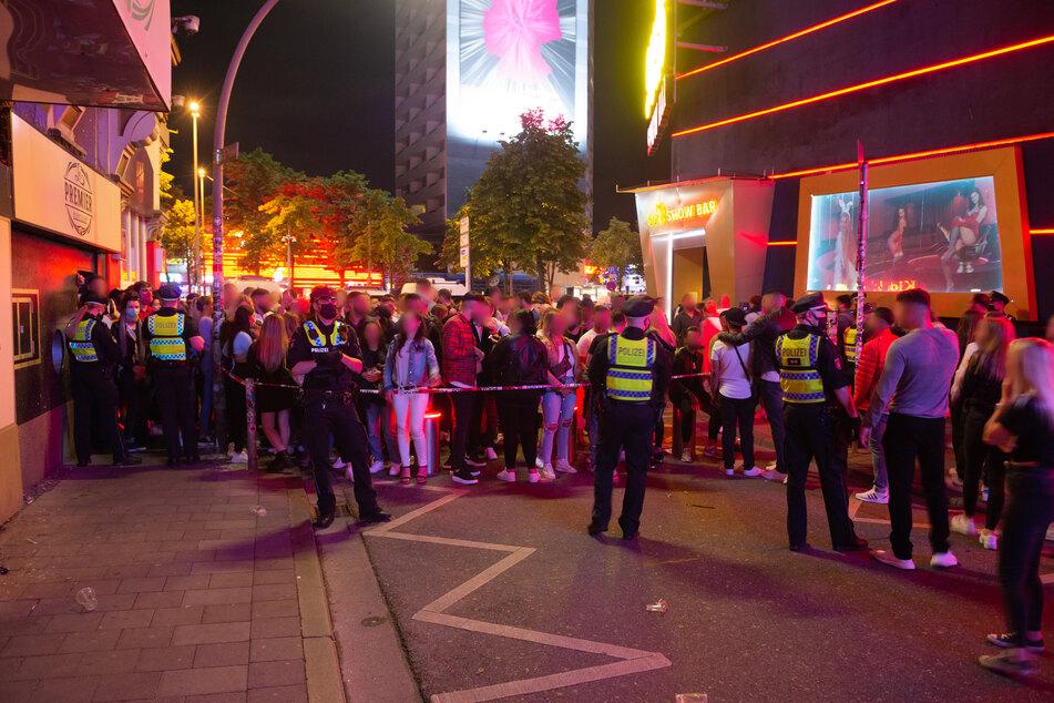 Polizei spricht Alkoholverbot für Schanze aus, Große Freiheit gesperrt