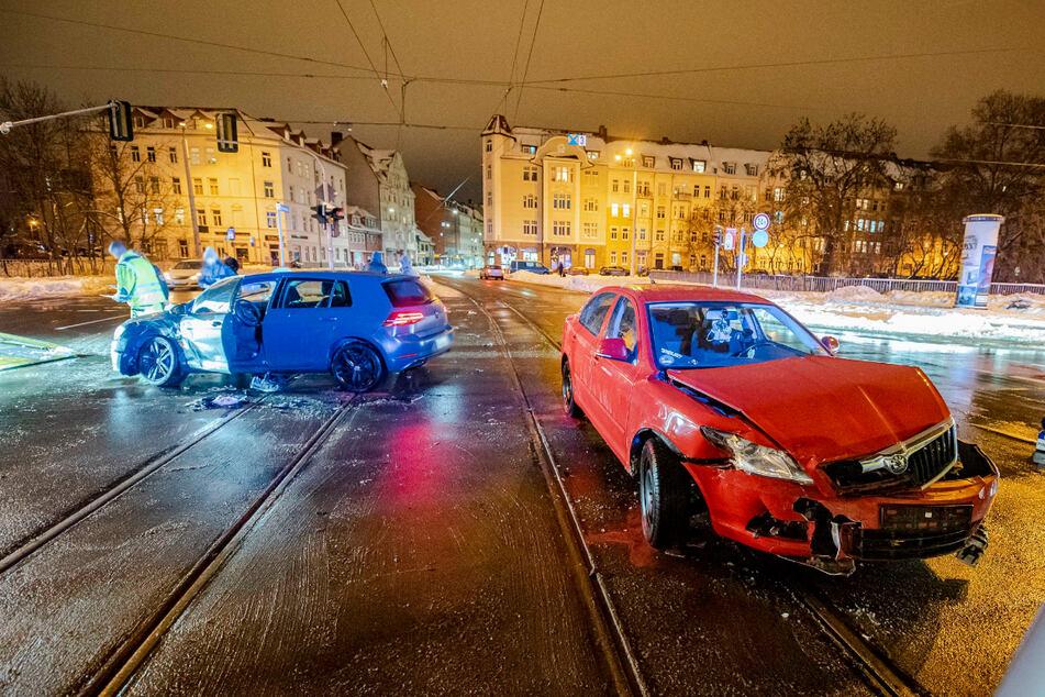Unfall in Erfurt: Skoda-Fahrer missachtet Vorfahrt und knallt mit VW zusammen