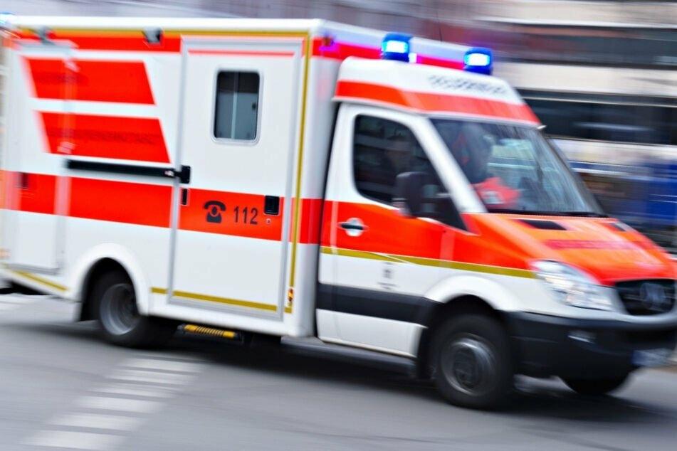 Im Suff! Radfahrer knallt gegen Mast und wird schwer verletzt