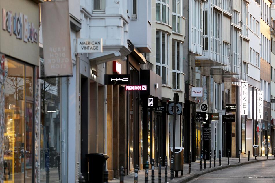 """Das """"Café de Paris"""" liegt mitten auf der Ehrenstraße im Herzen Kölns und ist bei vielen Influencern und Promis beliebt."""