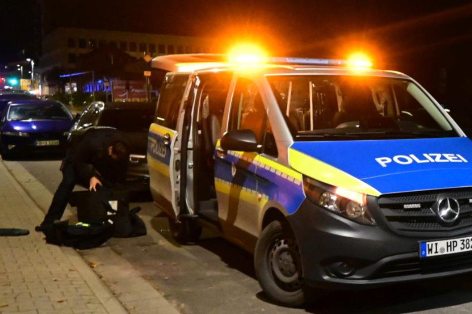 Die Polizei im Einsatz in der Waldstraße in Neu-Isenburg.