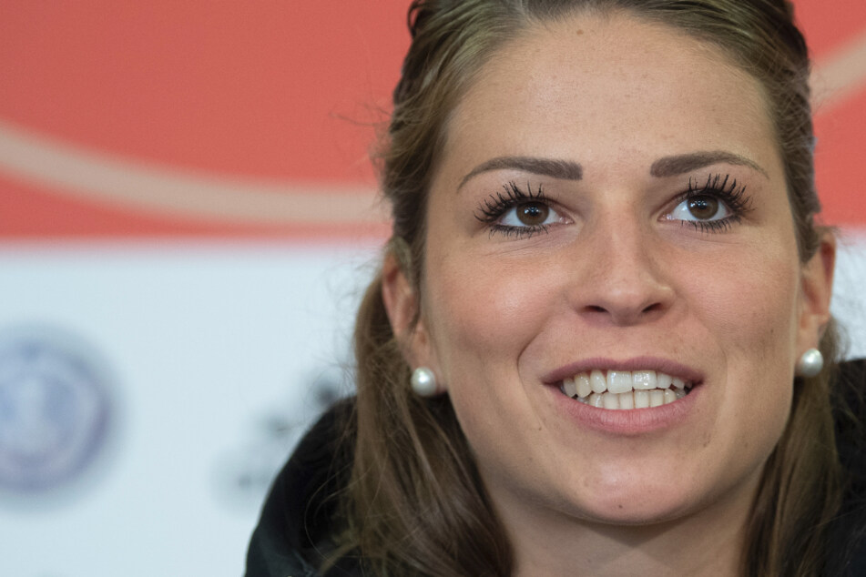 Nationalspielerin Melanie Leupolz zweifelt an einer Fortsetzung der Fußball-Saison.