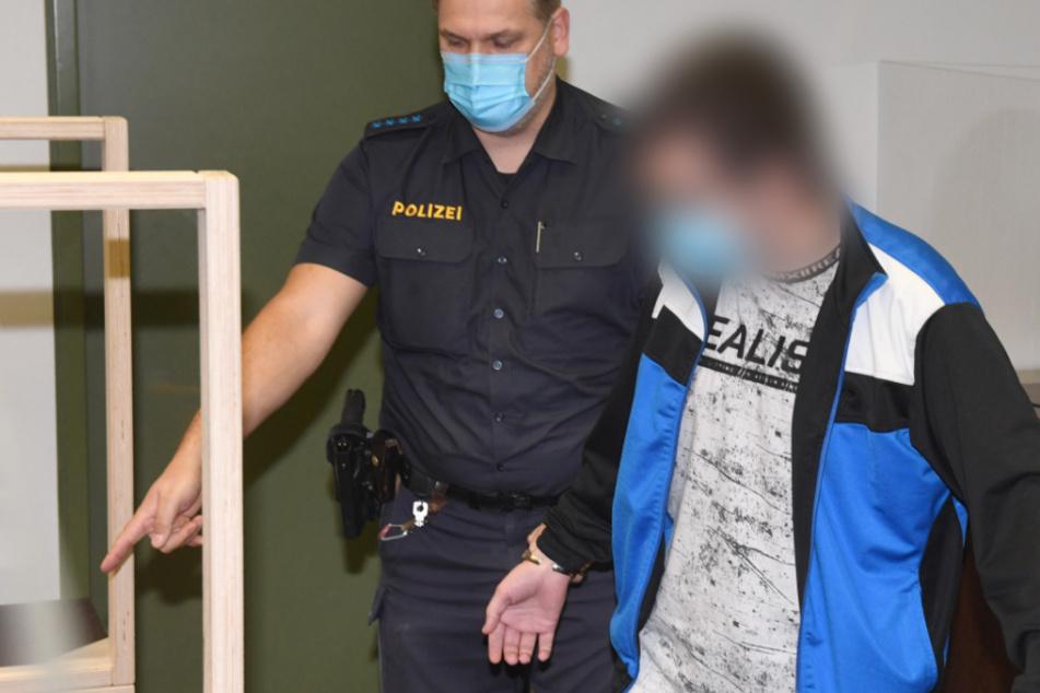 Polizist von hinten Messer in Nacken gerammt! Keine Spur von Reue vor Gericht