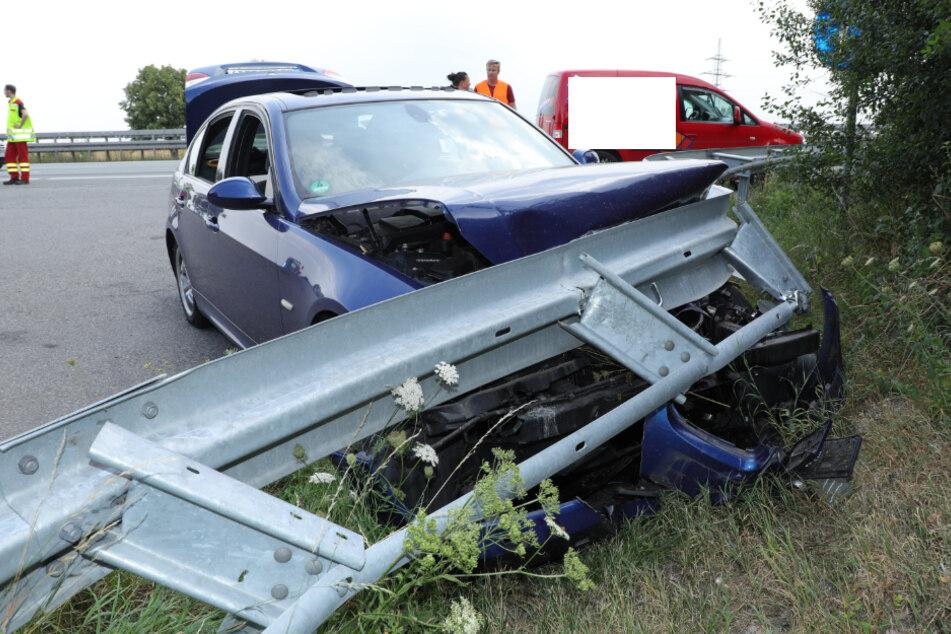 Unfall A4: Unfall auf der A4 bei Dresden: BMW-Fahrer knallt gegen Leitplanke