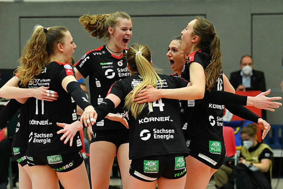 V.l.n.r. Maja Storck (22), Camilla Weitzel (20), Jenna Gray (23), Lena Stigrot (26) und Madeleine Gates (22) jubelten im Finale um die deutsche Meisterschaft. Grey und Gates bleiben bei den DSC Damen.