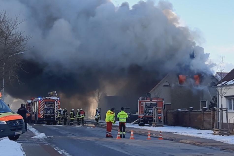 Im Löwenberger Land ist am Freitagnachmittag ein heftiges Feuer ausgebrochen.