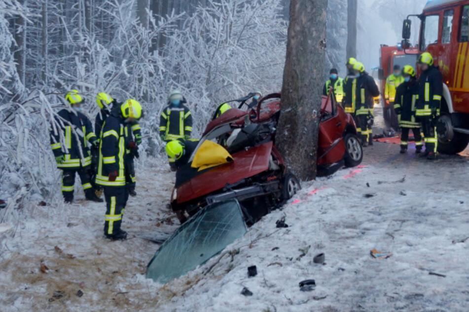 Bei Oederan ist ein VW-Fahrer bei einem schweren Unfall ums Leben gekommen.
