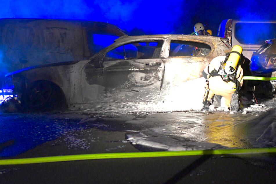 Vier Autos auf Parkplatz in Pankow ausgebrannt!