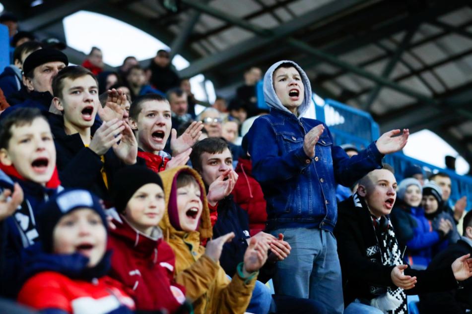 Fangruppen von zwei weißrussischen Fußballklubs forderten andere Anhänger auf, nicht mehr zu Spielen ihrer Teams zu gehen.