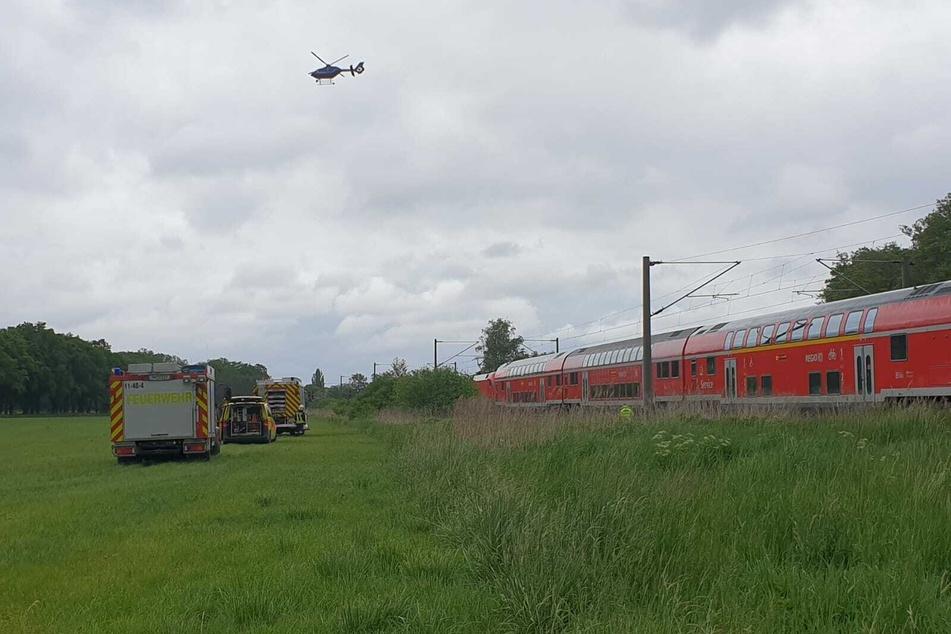 Eine Person wurde in Brandenburg von einem Zug erfasst und getötet.