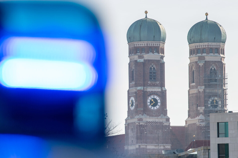 In München ist ein Mann in einer Zelle der Polizei gestorben. (Symbolbild)