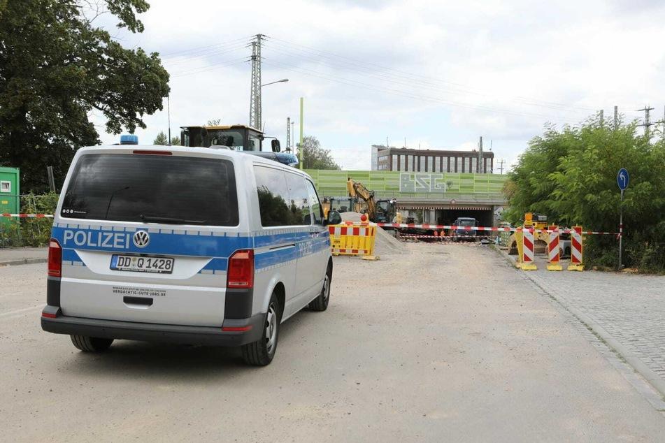 Nahe der Essener Straße ist derzeit die Polizei wegen eines gefundenen Sprengkopfes einer alten Panzerfaust im Einsatz.