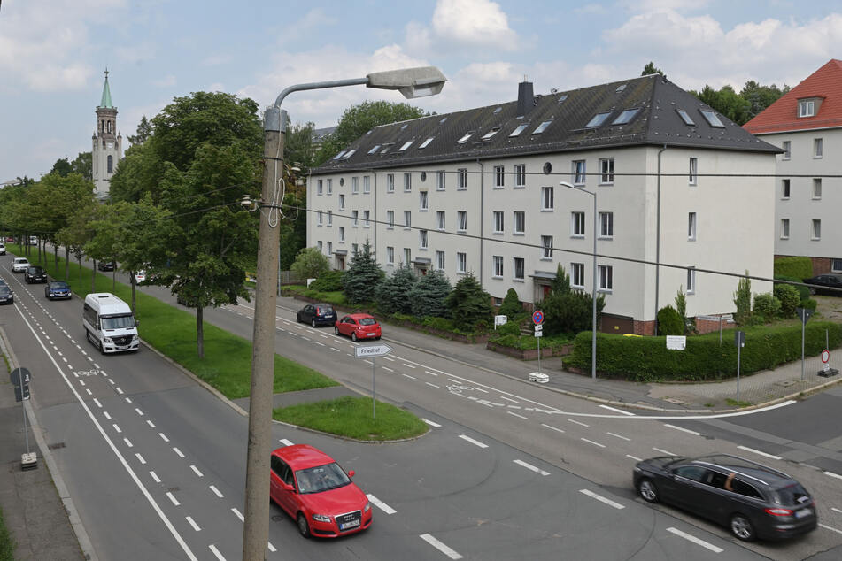 Parkplätze ade: Ab Montag wird auf der Frankenberger Straße gebaut.