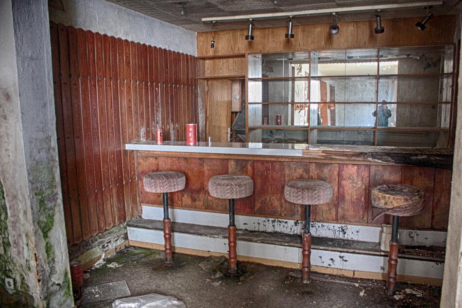 Die hoteleigene Bar: Hier konnten die Gäste des Sporthotels nach einem anstrengenden Ski-Tag einen leckeren Cocktail trinken.
