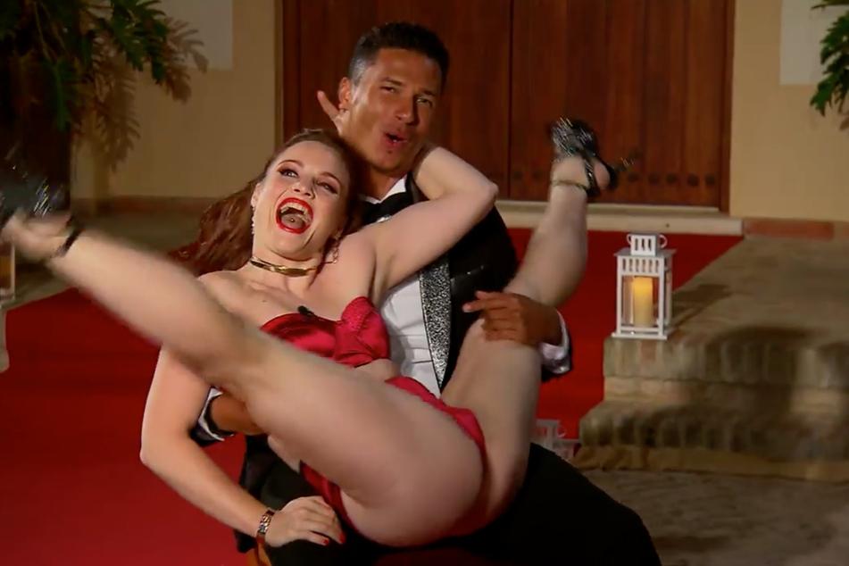 Stripperin Eva legte gleich richtig los. Dem Bachelor gefiel es.