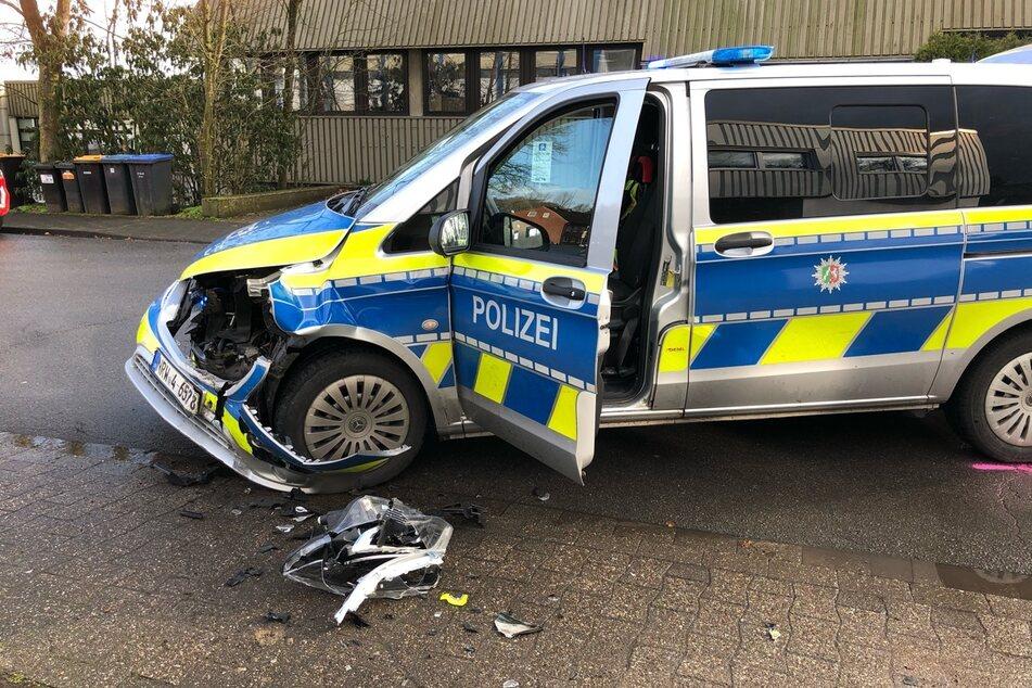 Autodiebe fliehen vor Kontrolle und rammen Streifenwagen: Drei Beamte verletzt