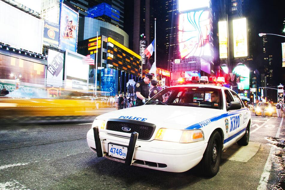 Die Polizei ermittelte wegen einer Brandstiftung. (Symbolbild)
