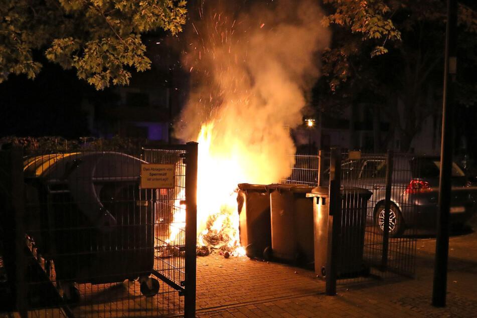 Gleich drei Mal mussten die Kameraden zu brennenden Müllcontainern ausrücken.