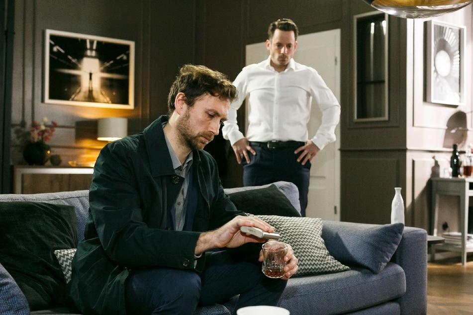 Bastian (l.) ist zurück in Essen und fordert Justus auf, ihm einen Job zu besorgen. Gar nicht so einfach mit seiner kriminellen Vorgeschichte.