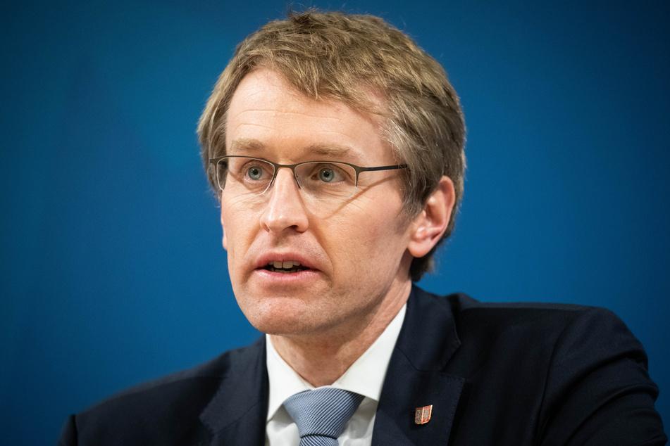 Daniel Günther (47, CDU), Ministerpräsident von Schleswig-Holstein, spricht auf einer Pressekonferenz im Foyer des Landeshauses in Kiel. (Archivbild)