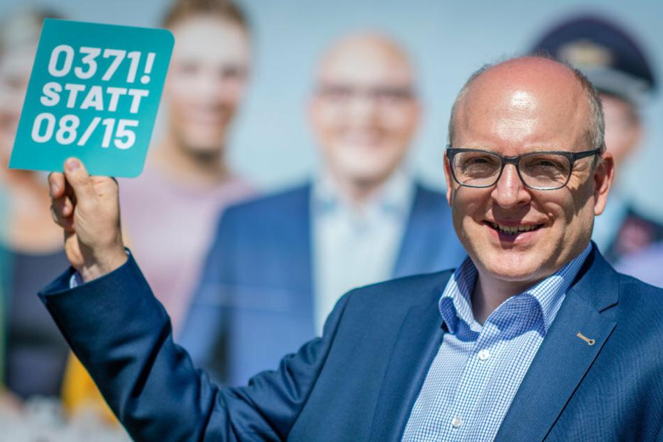 """Der Slogan """"0371! statt 08/15"""" und Plakat-Aufkleber sollen auch Bürger in Euba, Röhrsdorf, Wittgensdorf und Einsiedel ansprechen."""