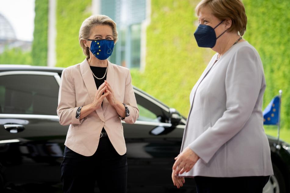 Bundeskanzlerin Angela Merkel (66, CDU) empfängt EU-Kommissionschefin Ursula von der Leyen (62) vor dem Bundeskanzleramt am Dienstag.