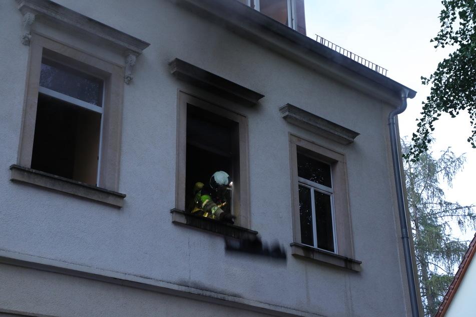 Im ersten Obergeschoss brannte es am frühen Morgen in einem Mehrfamilienhaus in der Bachstraße.