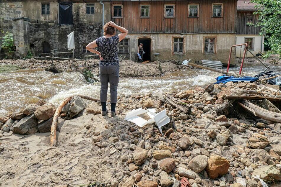 Wie geht es nun weiter? Das fragen sich auch diese massiv geschädigten Hochwasser-Opfer des Ortes Krippen (Sächsische Schweiz).