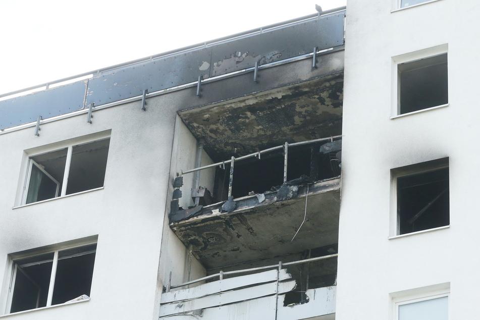 Meerbusch: Das Mehrfamilienhaus, in dem einem Brand ausgebrochen war. Bei den Löscharbeiten hat die Feuerwehr einen leblosen Menschen gefunden.