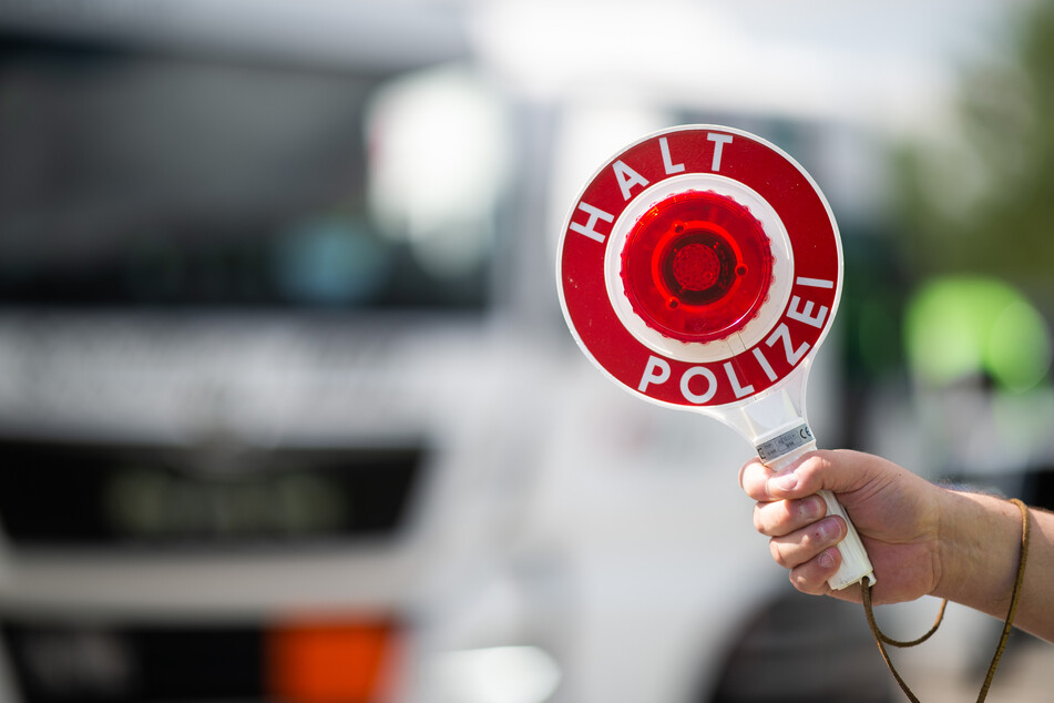 Die Leipziger Polizei wurde bei einer Verkehrskontrolle gestört. (Symbolbild)