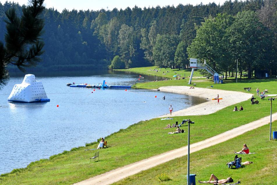 Der Stausee Rabenstein ist als einziges Freibad in Chemnitz noch bis Ende des Monats geöffnet.