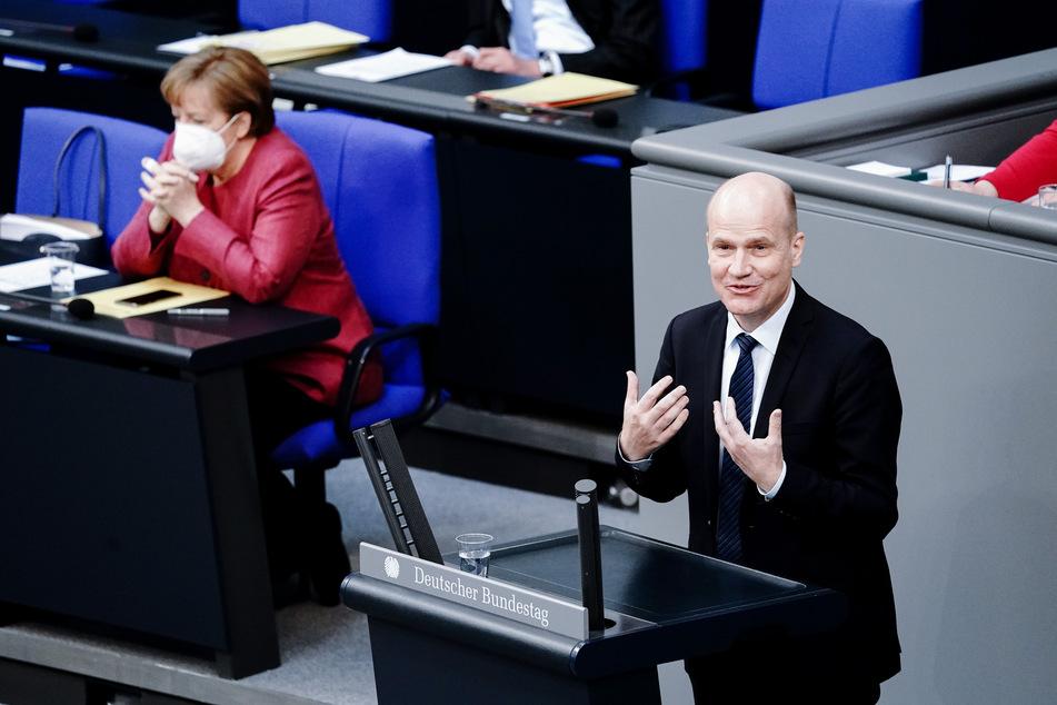Der Vorsitzende der CDU/CSU-Bundestagsfraktion Ralph Brinkhaus (52) bittet um Zustimmung für die Änderungen am Infektionsschutzgesetz.