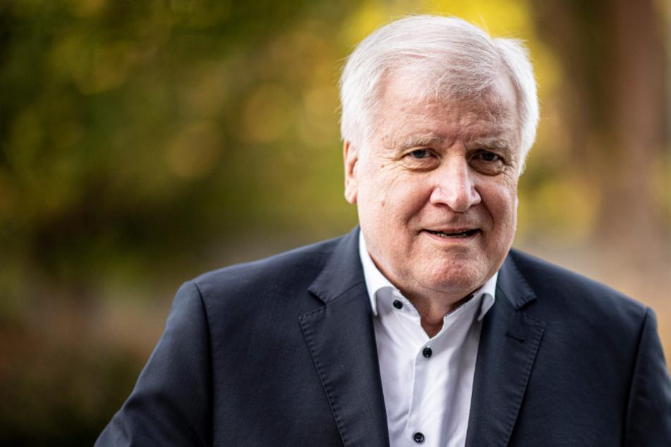 Horst Seehofer bleibt trotz Polizei-Skandal gegen Rassismus-Studie
