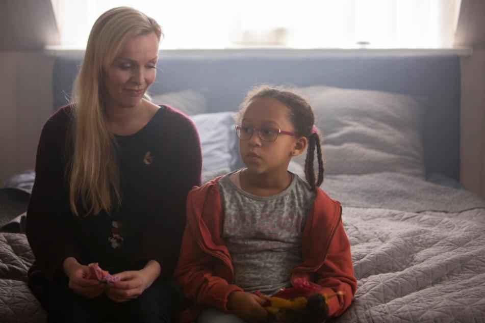 Gisella (l., Elma Lisa Gunnarsdottir) freundet sich schnell mit der sensiblen und intelligenten Luna (Claire Harpa Kristinsdottir) an.