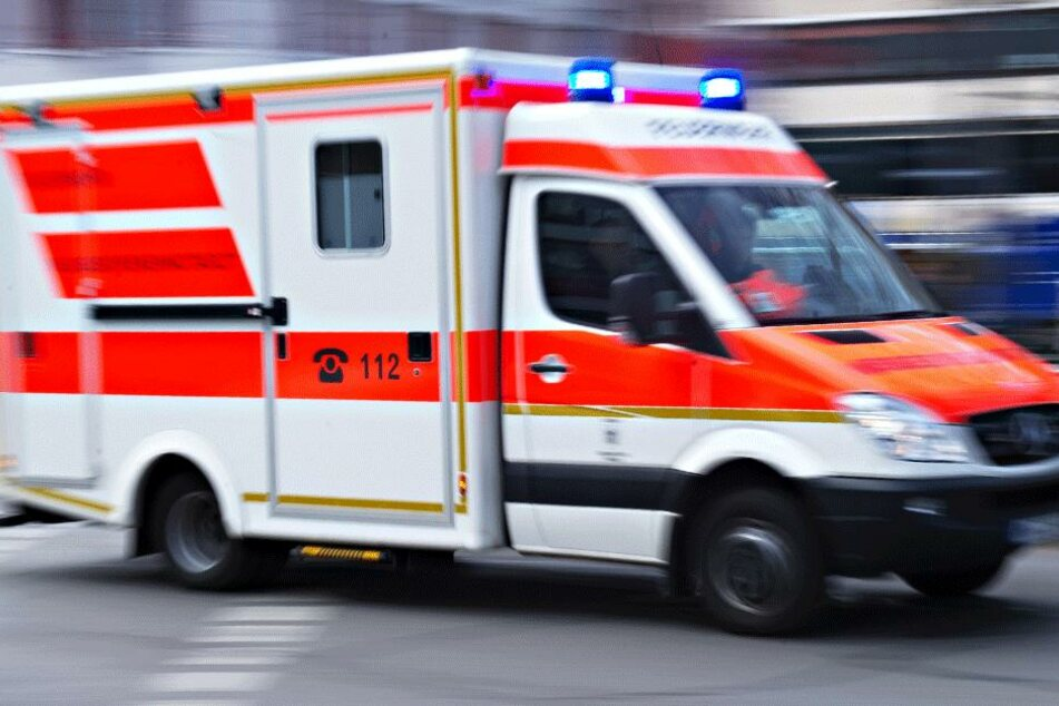 Beide Beamten kamen ins Krankenhaus.