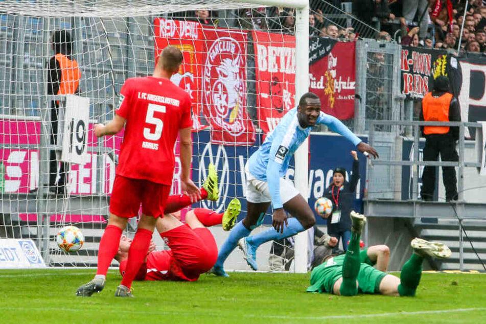 CFC-Stürmer Tarsis Bonga (32) trifft zum 2:0.