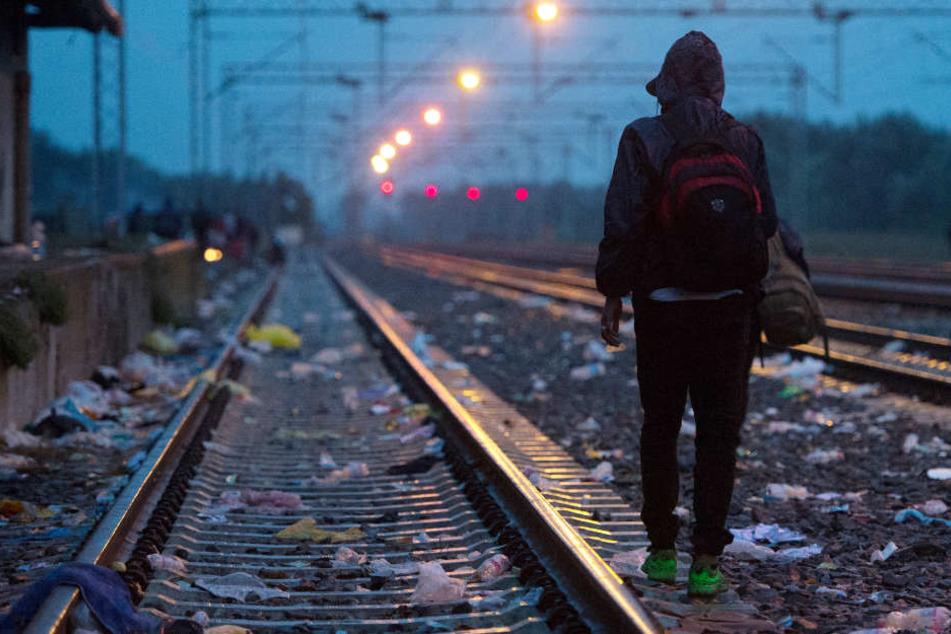 Vom Zug erfasst: Polizei sucht Hinweise auf unbekannten Toten