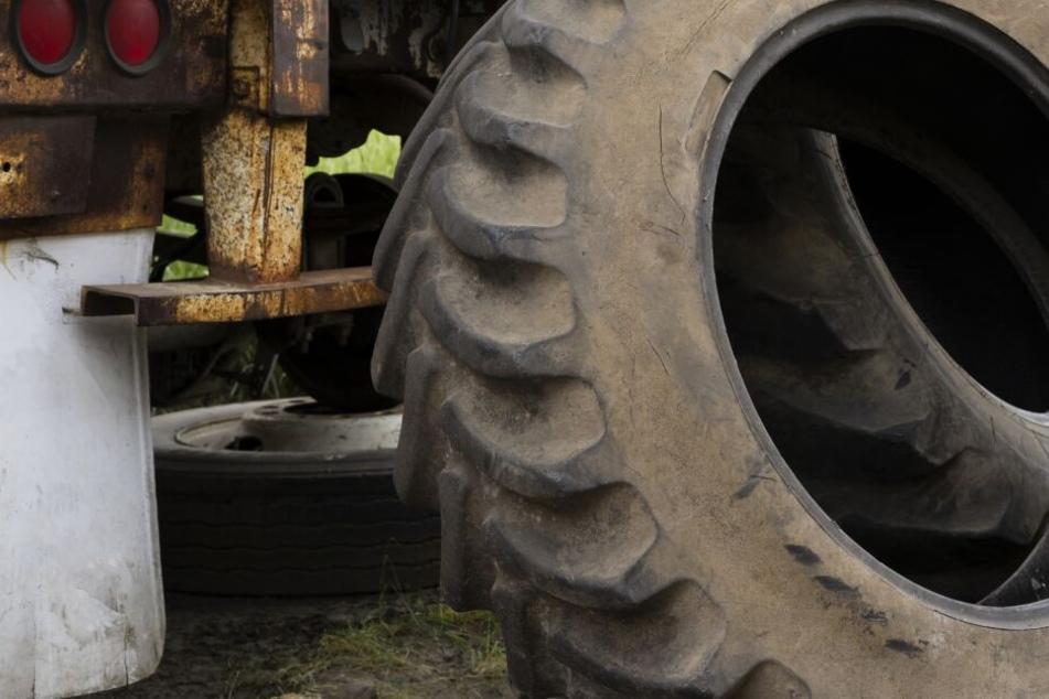 Tragischer Tod: Junge (11) beim Spielen von Traktorreifen erschlagen