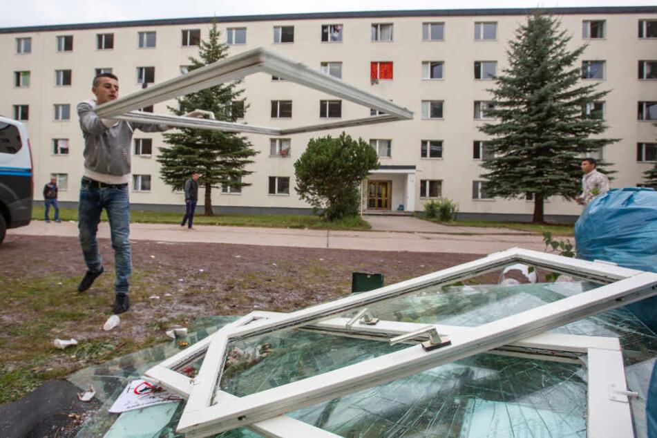 Bei dem Gewaltausbruch im Suhler Asylbewerberheim gingen im August 2015 auch einige Fenster zu Bruch.