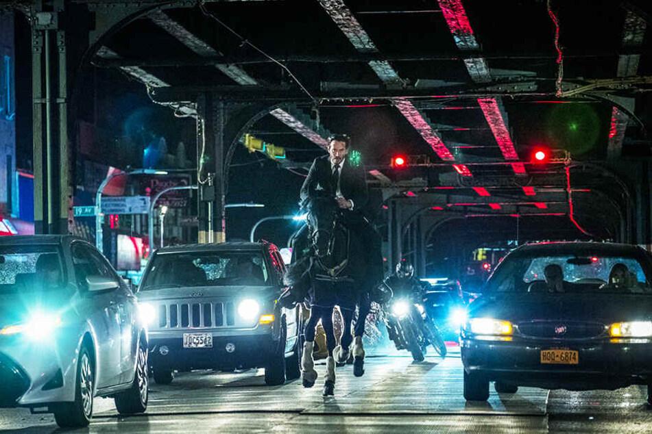 Verrückt: John Wick (Keanu Reeves) reitet auf einem Pferd durch Brooklyn!