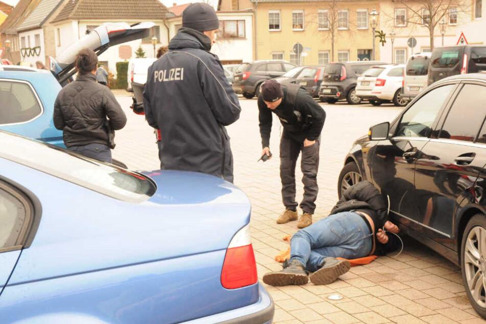 Zugriff in Bad Düben: Zivilfahnder haben auf dem Paradeplatz die Einbrecher geschnappt, die mit den gestohlenen Autos unterwegs waren.