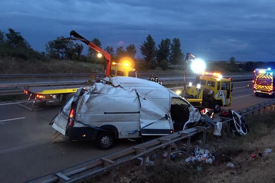 Während der Bergungsarbeiten war die A14 zwei Stunden lang gesperrt.