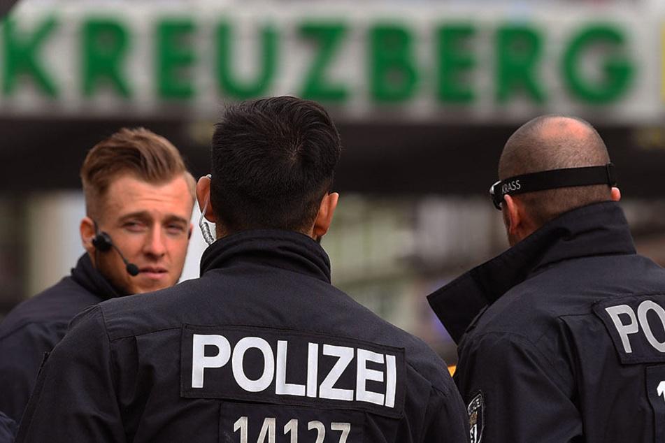 Großeinsatz vor Kreuzberger Club: Über 50 Beamte gegen 250 Streitwütige