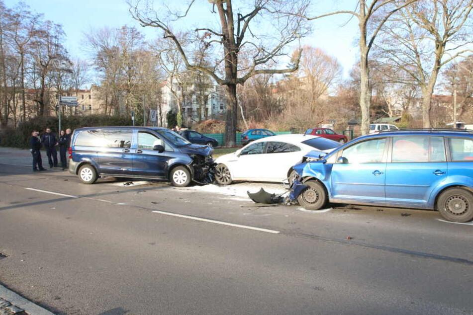 Zwei Autos sind auf der Friedrichshagener Straße zusammengekracht.