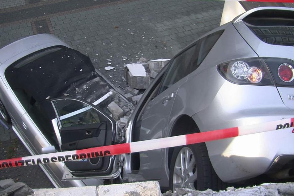 Auf wundersame Weise blieb die Fahrerin (80) unverletzt.