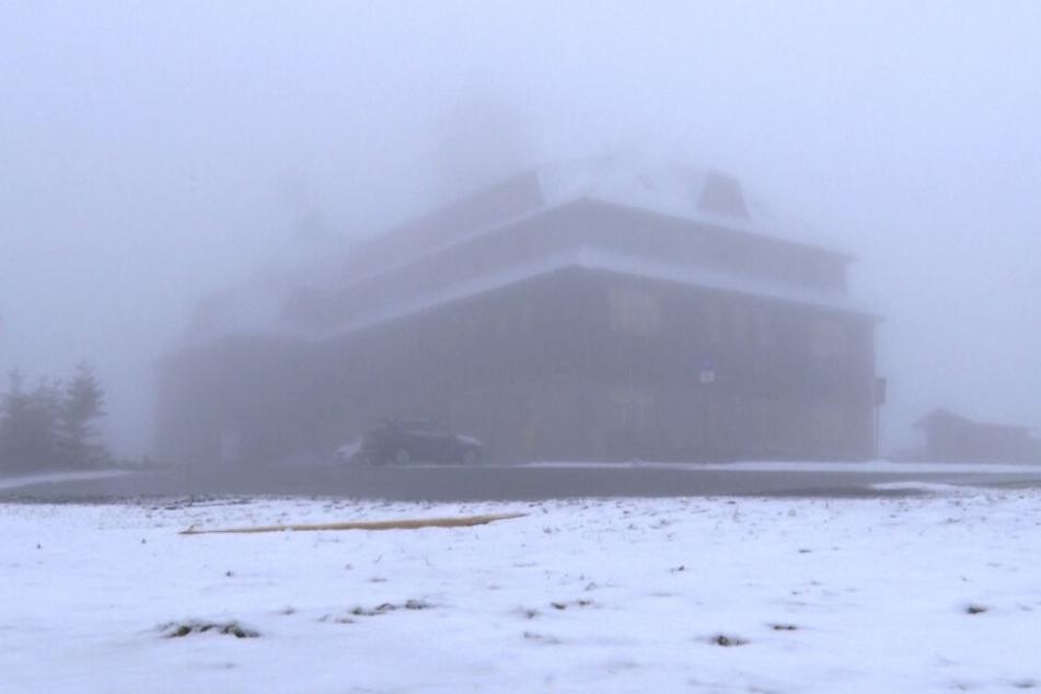 Auf dem Fichtelberg im Erzgebirge gab es nochmals Schnee!