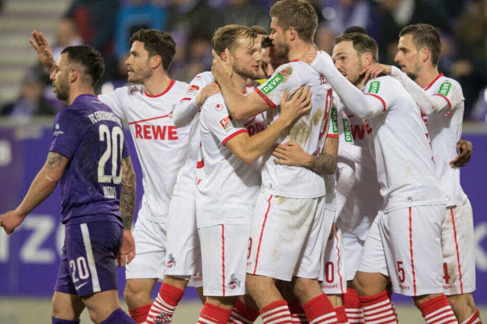 Die Kölner freuen sich über das glückliche Tor von Marco Höger.
