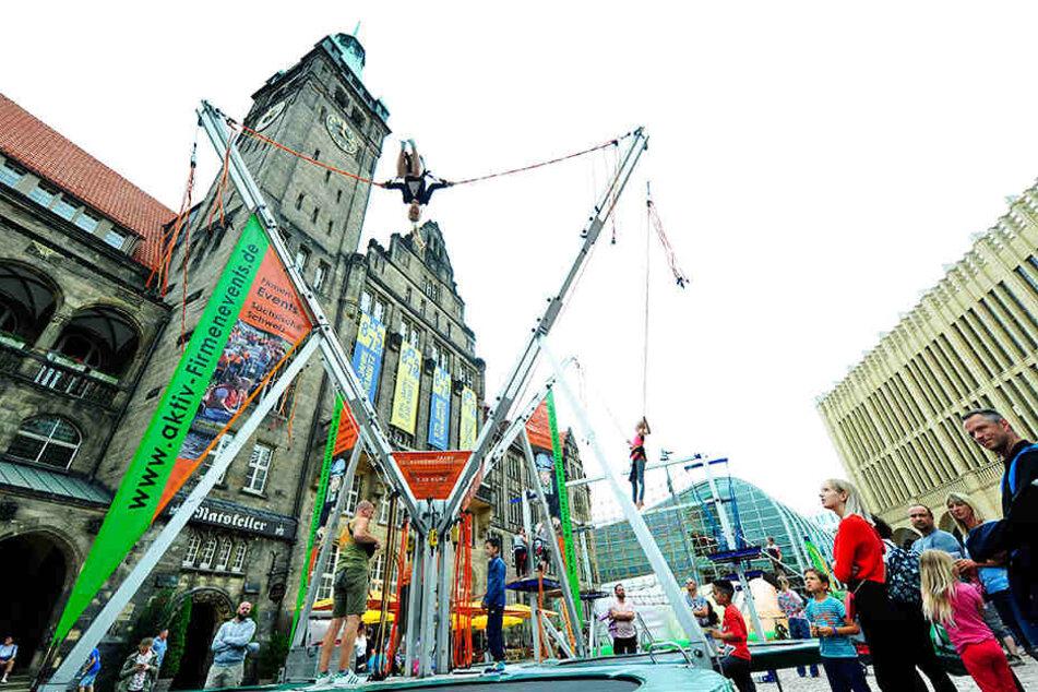 Der Kindertag wird in der Chemnitzer Innenstadt gefeiert. Zeitgleich finden mehrere Demonstrationen statt.