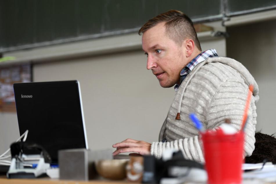 Christoph Rickels bereitet einen seiner Vorträge vor.